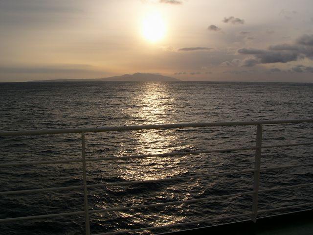 男鹿半島から昇る朝日