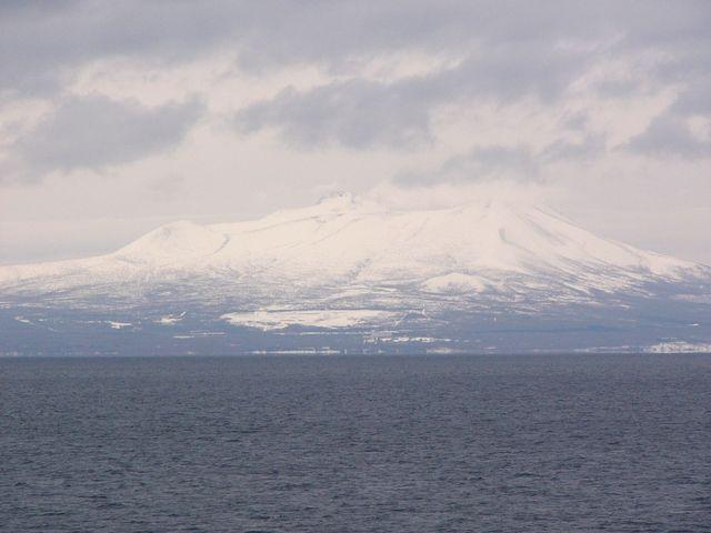 海に浮かぶ駒ケ岳