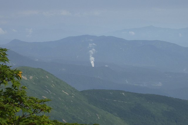 栗駒山から、上の岱地熱発電所?