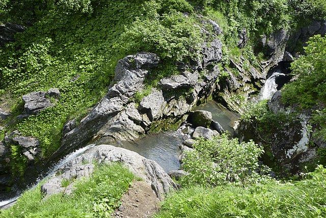 八合目七ツ釜滝