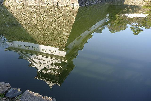 水面の小倉城