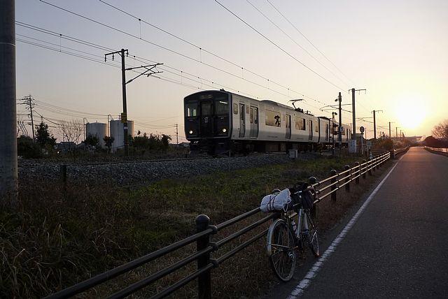 吉野ヶ里遺跡前を通過する長崎本線