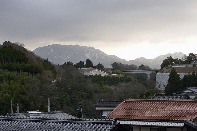 江尾の町より大山を望む