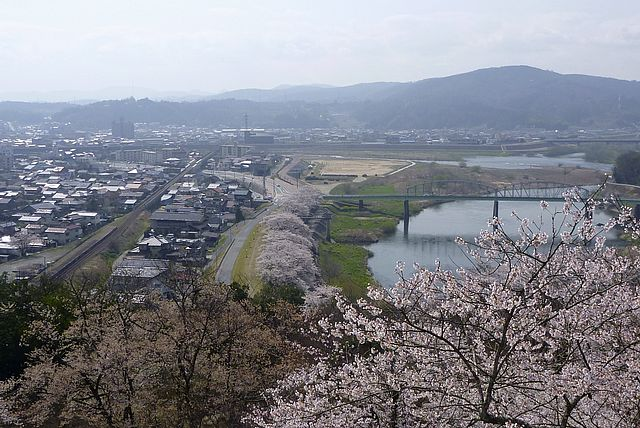 尾関山より三次市の眺望