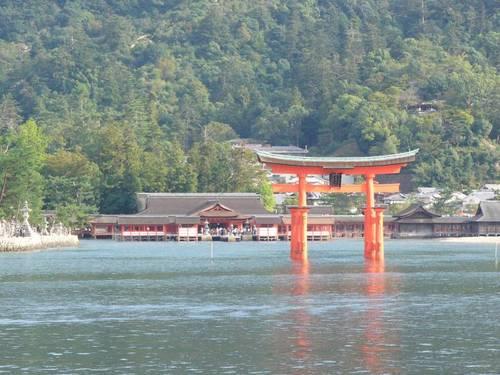 海から見る厳島神社