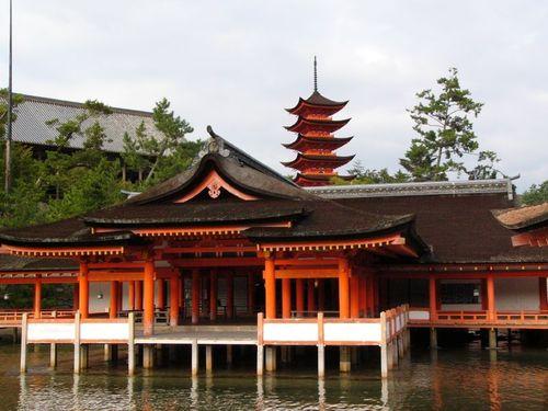 社殿から五重塔