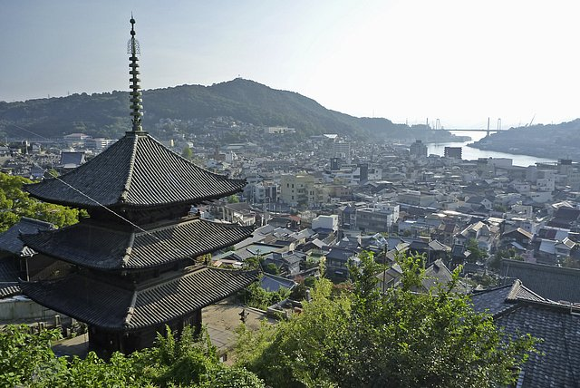 天寧寺三重塔と尾道大橋