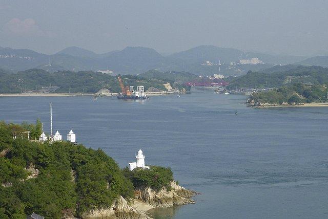 向島大橋と岩子島