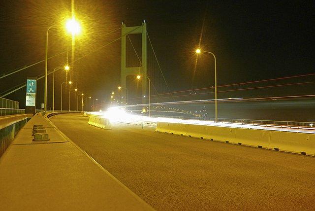来島海峡大橋、夜の橋上